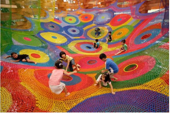 Parque Infantil Hecho Con Ganchillo. Japón